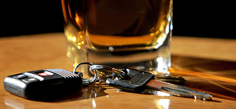 Glas Bier mit Autoschlüssel